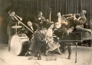 William Manuel Johnson (banjo) with King Oliver's Creole Jazz Band (1923). Courtesy Hogan Jazz Archive, Tulane University.