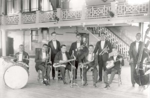 Caffrey Darensbourg (banjo) with Manuel Perez Ban (1923). Courtesy Hogan Jazz Archive, Tulane University.