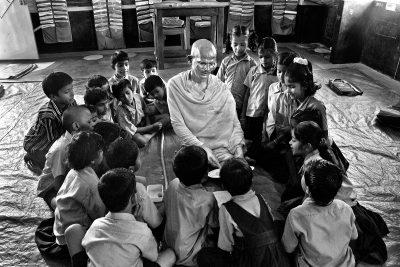 Fig. 3. Cop Shiva, Byagadehalli Basavaraju as Gandhi teaching rural school children, Karnataka, photograph from the <em>Being Gandhi</em> series, 2012<br />© Cop Shiva, 2012