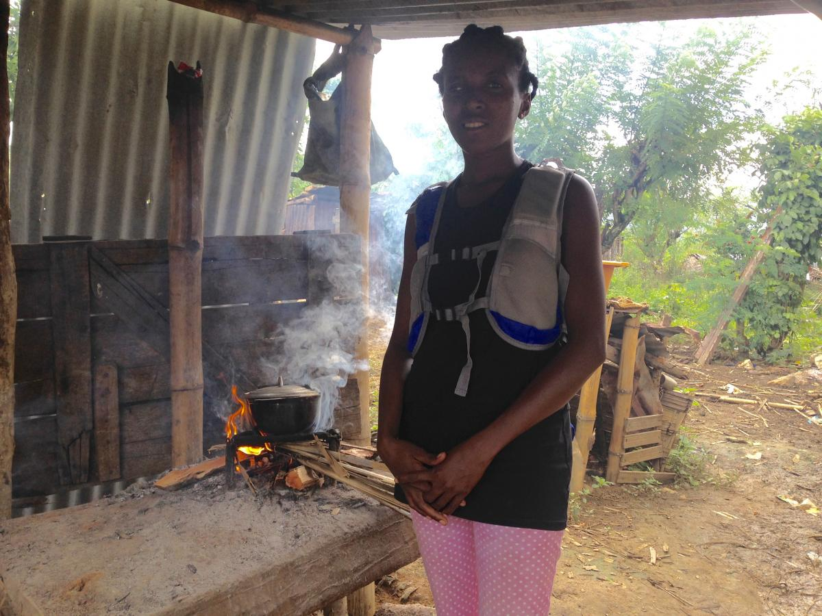 A research participant wearing an air quality monitoring backpack to measure personal exposure to air pollution while cooking (Mandena, Madagascar). Photo: Thomas Klug.