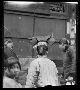 Manchu Woman Back 满族妇女背面照 161-904