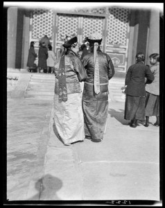 Manchu Women – Back 感恩节总统大阅兵,满族妇女背面照 219-1222