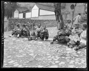 Figure 2: Pilgrim Women Resting 休息中的朝圣妇女们 246-1358