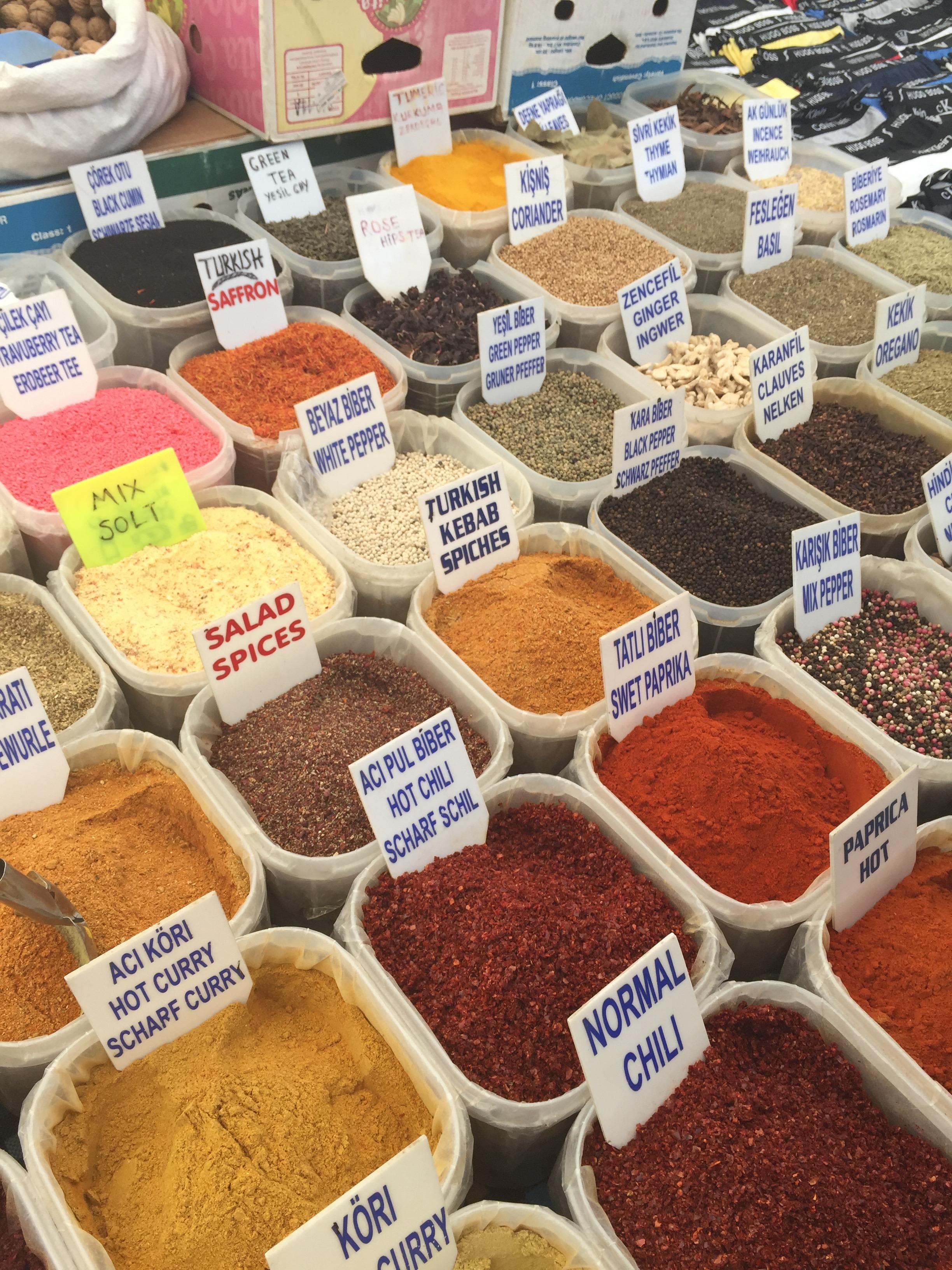 An  array of spıces