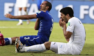 Suarez and Chiellini in the aftermath of the bite