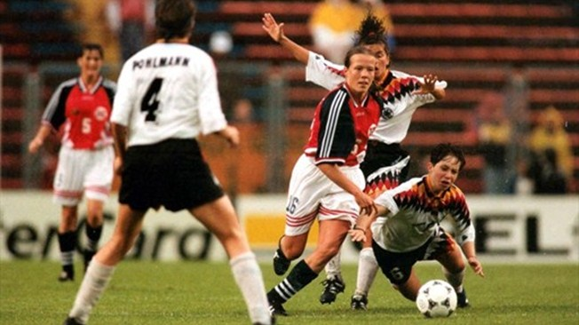 Norway squaring off with Germany in the 1995 Final (courtesy of FIFA.com