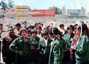El equipo femenino mexicano llega al aeropuerto de Italia antes del primer Copa Mundial en 1970. (El Universal)