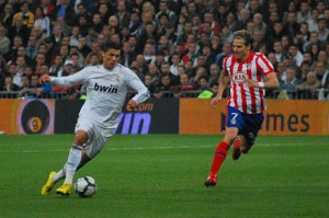 440px-Cristiano_Ronaldo_y_Diego_Forlán